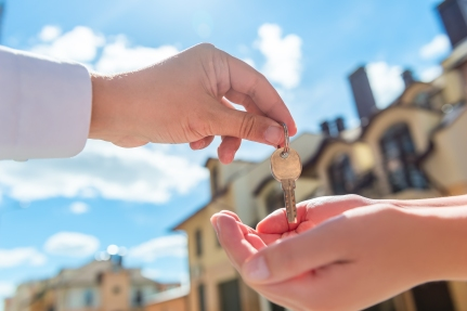 seller transfers key to the house in hands of buyer